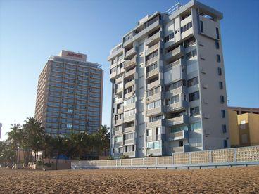 Breezy Beach Front Studio, Condado, San Juan, PR