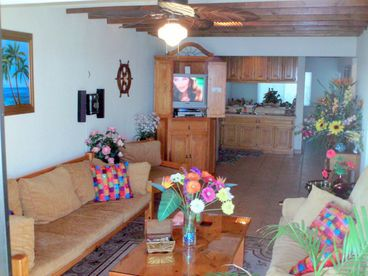 ocean front villal$109. wkday. $119. wk/end. $649wk $1450/month WIFI & netflix.