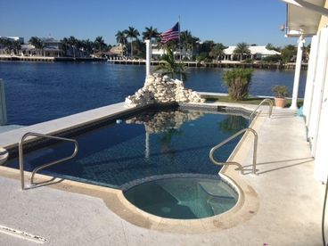 Spacious 6 Bedroom Intracoastal Villa Near Beach Area Attractions