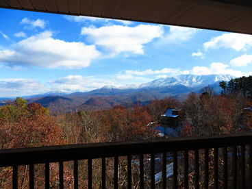 Spectacular Mountain Views, 2 King Suites, WIFI, Hot Tub, and More