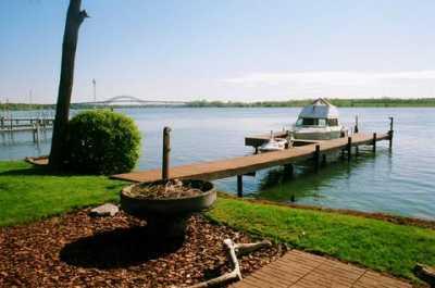 NIAGARA RIVER INN - Vacation Home ON the Niagara River & NEAR NIAGARA FALLS