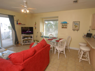 LOADED w/GULF VIEW End Unit * 90 step to beach *Family & Pet Friendly Beach