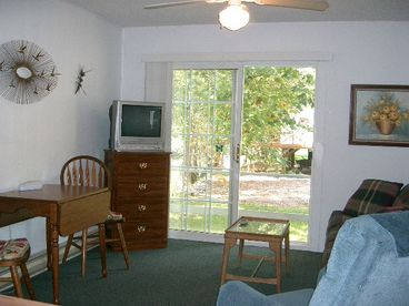 Riverfront Affordable 1 or 2BR Cottage: June to October