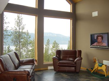 Okanagan Tree Top Lakeview Home