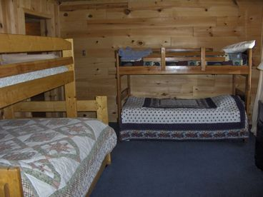 Rapid River Lodge - Open ALL year-sleeps over 20