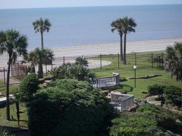 Ocean & Pool View Designer Condo in Galveston