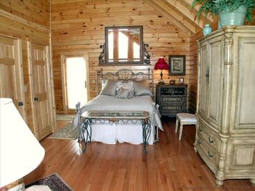 Honeymoon Queen Cabin
