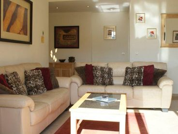 �FABULOUS� 3 BED HOLIDAY PENTHOUSE APARTMENT. EXC LOCATION & SUPERB SEA VIEW!