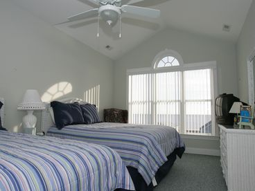 5 br 2nd Row Beach House Vista Views Off Season Special $300 night tax included