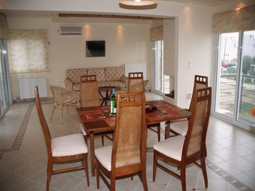 Family Vacation Home By Beach In Spa Town Loutraki