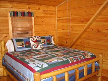 3 BR, 2.5 Bath, Quiet Cabin, Close to Towns, Wifi, Hot Tub, Pool Table,