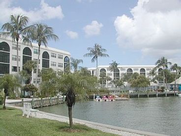 Paradise Condo w/ Marco River view at Poolside, Internet, Covered Parking