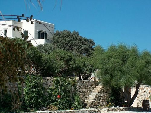 One to three bedroom villas and suites with sea view, close to the beach
