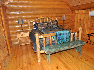 Red Lantern Lodge - Gorgeous Real Log Cabin with Pool Table - Minutes from Fishi