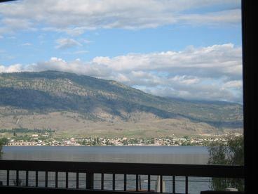 OSOYOOS LAKEFRONT - HUGE - 1400 SQ FT - 3 BEDROOMS - UNIQUE VIEW