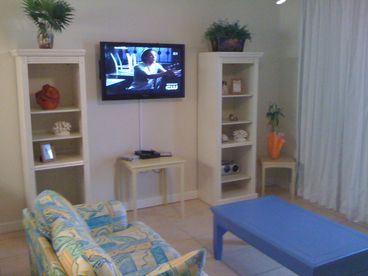 SEE,Smell and Hear the beach from this condo,Ocean Front,Sleeps 6,age 18up ok.