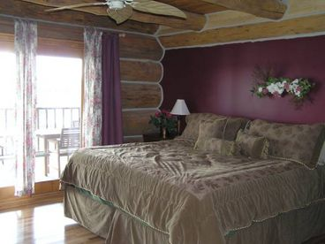 VonSedas Hardwood Hideaway - Log cabin vacation lodging upper peninsula