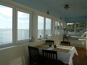 Maple Beach Waterfront 2 bed 2 bath sleeps six