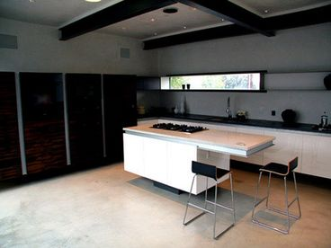 Santa Monica Beach House with pool and 3 bedrooms.