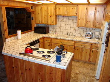 Charming Knotty Pine Cabin - Pool Table - Walk to Slopes/Golf - Pine Rock Cabin