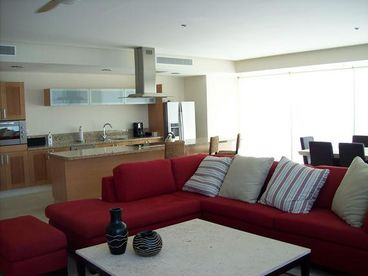 View Peninsula  Condo  3 BR  Beachfront