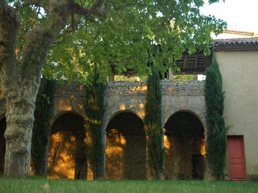 Villa Plantat  - Elegant, Affordable Estate and Vineyard w Swimming Lake