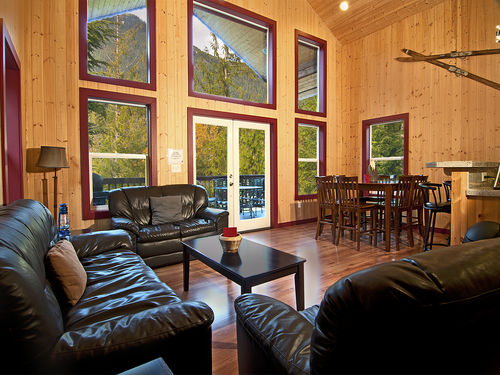 Money Creek Lodge- LUXURIOUS
