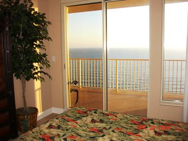 BEAUTIFUL BEACH CONDO  - FREE BEACH SERVICE -Book Spring and Summer Now