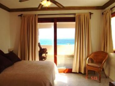 Private Beachfront Retreat 5 bedroom 5 onsuite full bath with Pool
