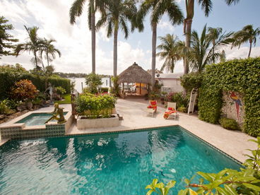 Luxury 6 Bedroom Waterfront Estate close to Beach