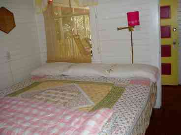 50% OFF and 3rd night FREE Cottage, pets ok, Wifi, Beachside of Street