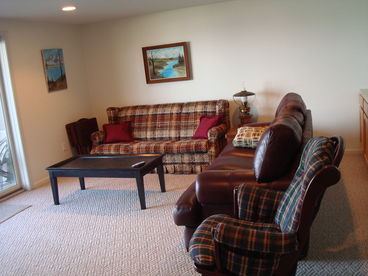 4 Season Lake Charlevoix Waterfront Retreat ~ Spacious 2 + BR ~ Boat Slip