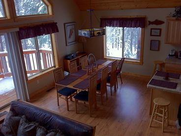 Mtn Views - Beautiful Vacation Home; 4-Bdr Retreat, Sleeps 7 -11