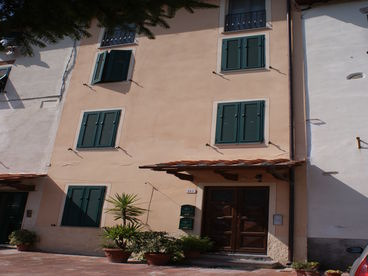 QUIET PRIVACY JUST A SHORT WALK FROM THE MEDIEVAL  WALLS OF LUCCA - BIKES/WIFI