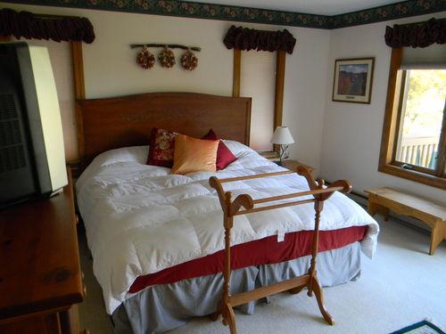 Warm & Inviting Quechee Townhouse Fireplace & Mountain View- 4 Seasons Resort