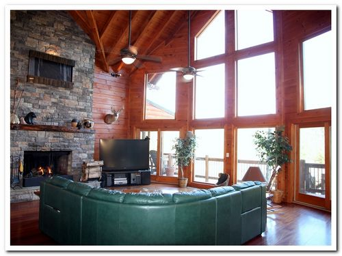 Bear Ridge Lodge   See why we have 145, 5 * reviews in a row on VRBO438003