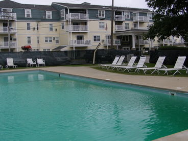 Lookout Condo 211-w/pool, 2 min. walk to Marginal Way and beach