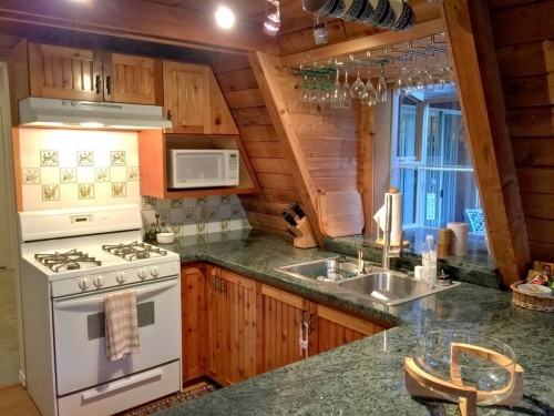Mt. Baker Lodging Cabin #45 � HOT TUB, FIREPLACE, BBQ, PETS OK, W/D, SLEEPS 10