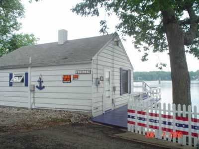 Adorable Cottage on Pine Lake w/sandy beach