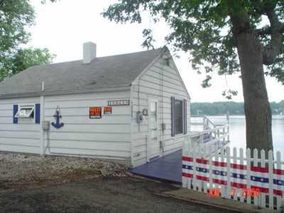 Adorable Cottage on Pine Lake w/sandy beach