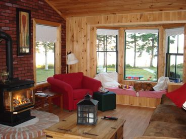 Shorefront Retreat, Secluded, On the Beach, highspeed, fireplaces