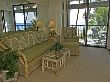OCEANFRONT Condo~Watch Dolphins from Lg Private Lanai ~Pool~WiFi~Air~BBQ~TV DVD