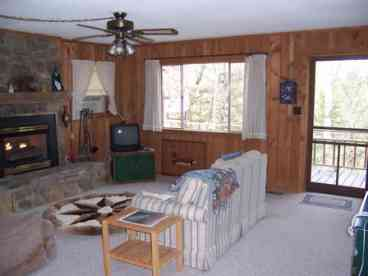 4 BDRM/2 Fireplace/Large Porch Mountain View Home