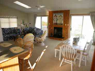 372-Relax in a Beautifully Decorated Beach Home.
