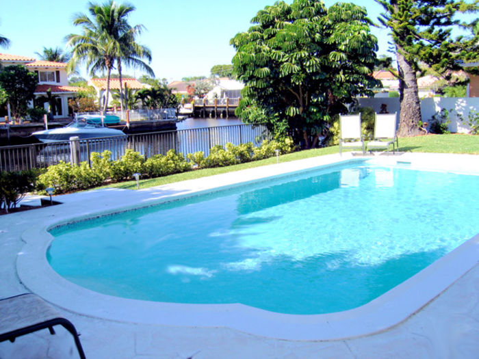 View Luxury waterfront 5 Bedroom home