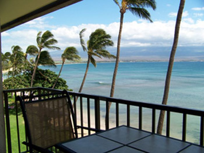 View Direct Maui BEACHFRONT condo