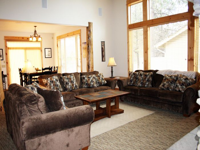 View Luxurious and Large Sunriver Rental