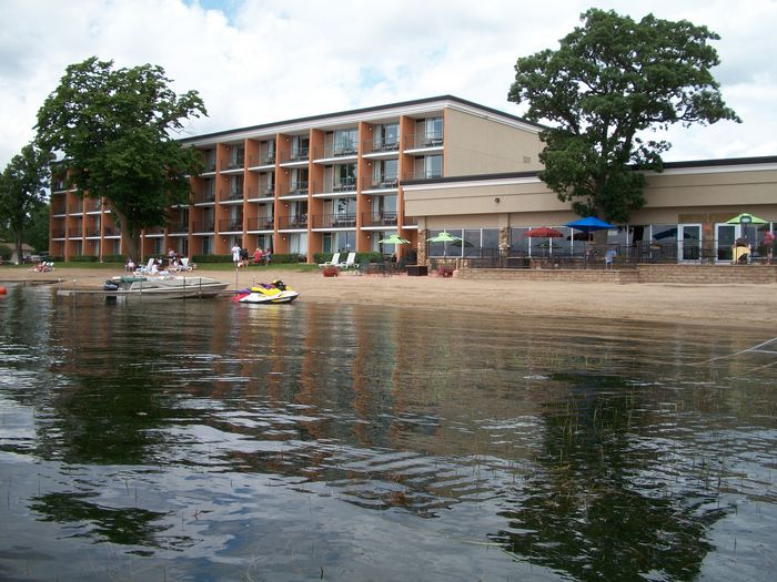 View Holiday Inn On the Lake