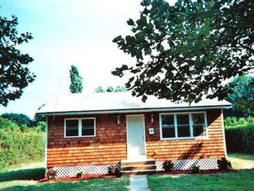 View Southampton Cozy Cottage
