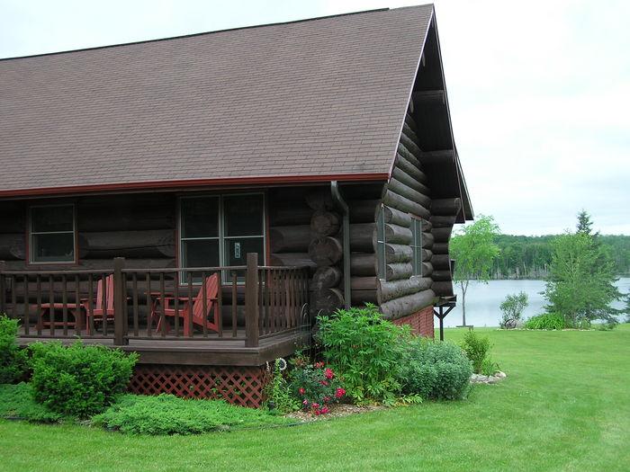 View VonSedas Hardwood Hideaway